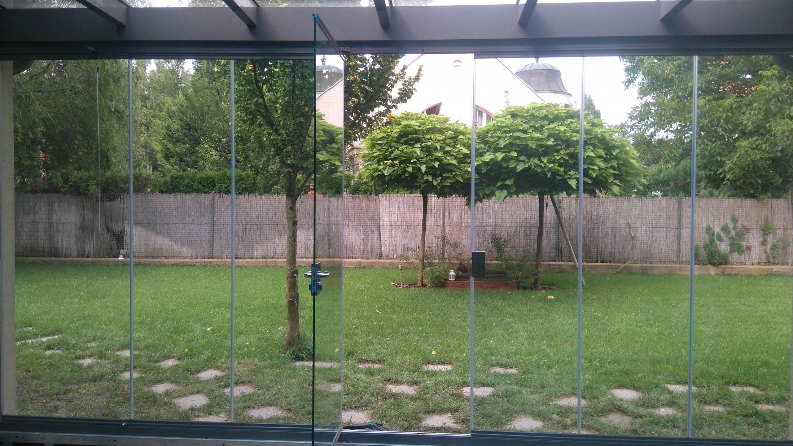 cortina-de-cristal-puerta-movil-hungria2351